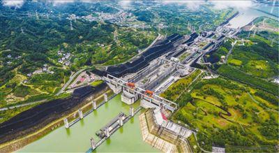 三峽船閘貨物通過量 18年逾16億噸