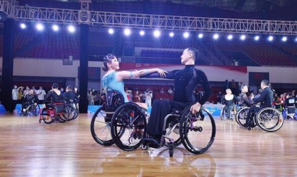 """近百名""""轮椅上的舞者""""齐聚武汉同场竞技"""