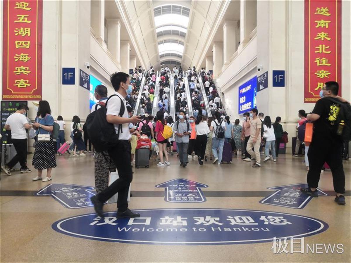 端午小长假首日武汉三大火车站预计送客29万人