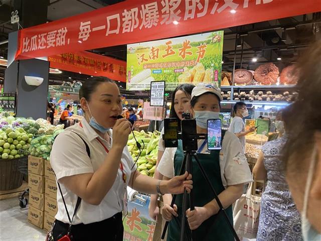 汉南甜玉米新鲜上市销售火爆
