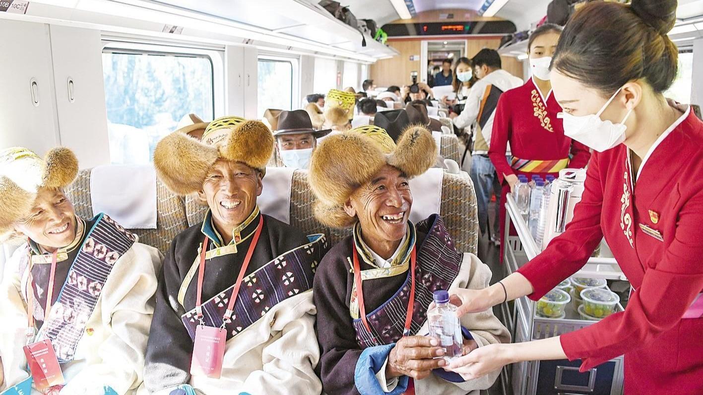 西藏首條電氣化鐵路通車 復興號實現31個省區市全覆蓋