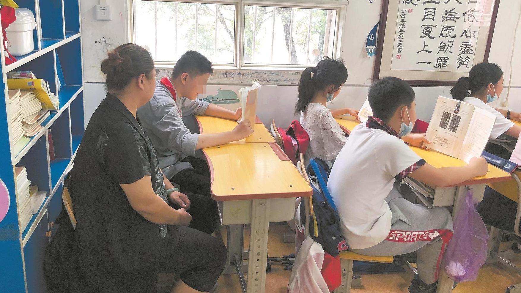 儿子患孤独症 武汉妈妈重回小学课堂陪读5年