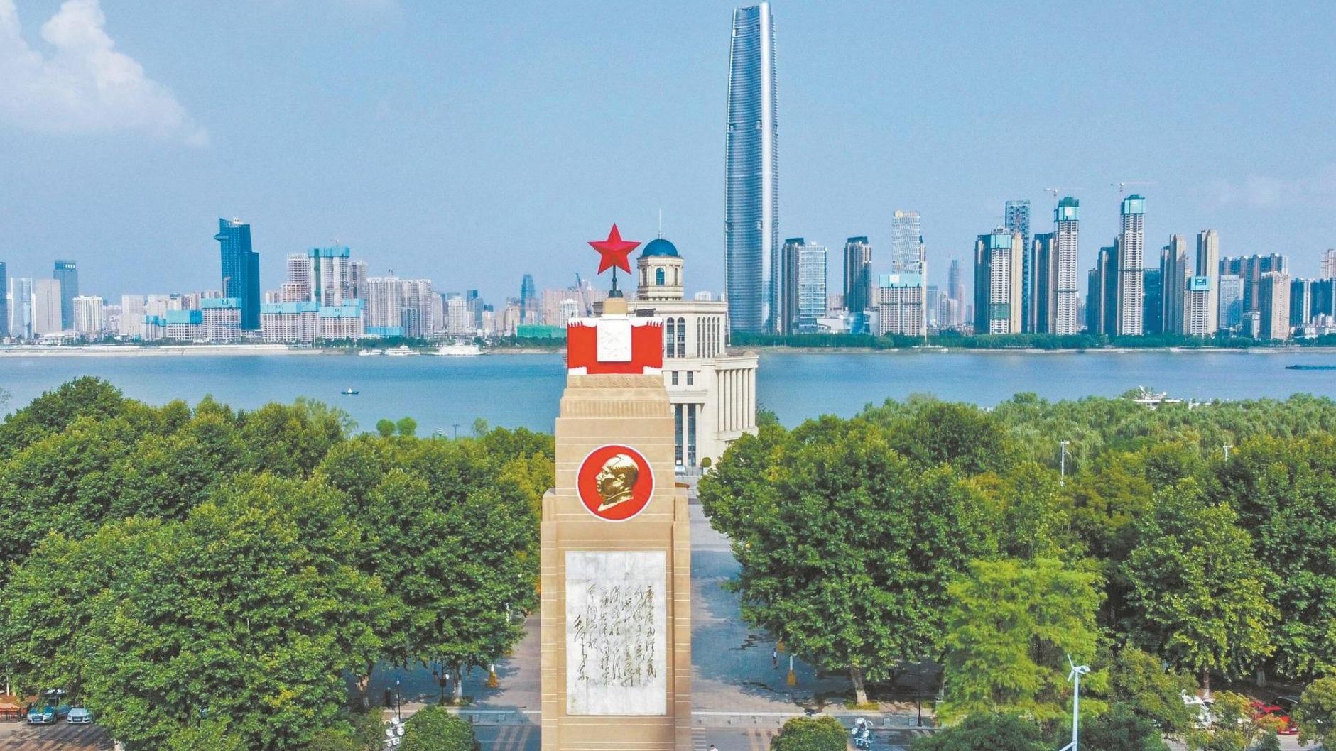 武漢防洪紀念碑新裝亮相