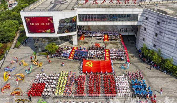 武漢職工紅色歌曲快閃慶祝建黨100周年