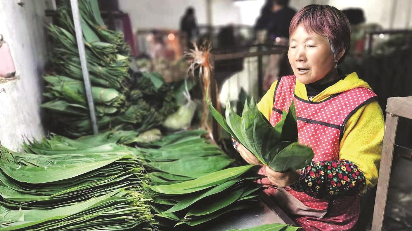鹤峰大娘靠箬叶一年收入十余万