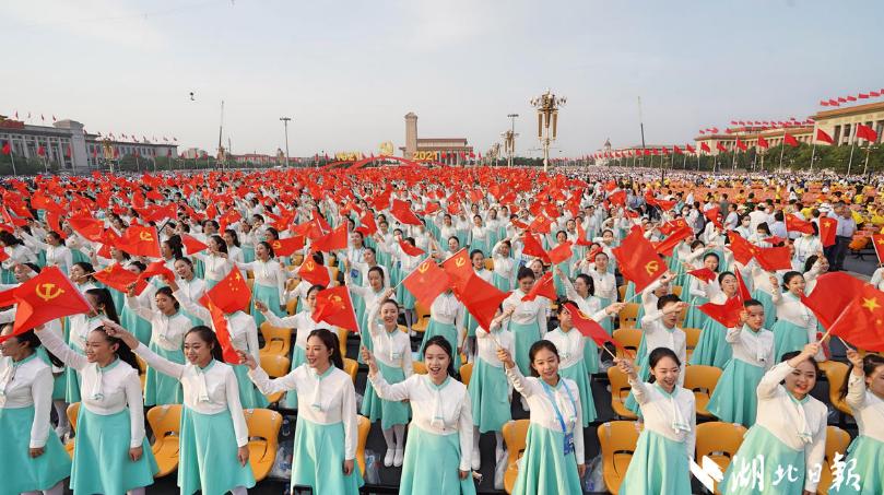 湖北日報全媒記者天安門廣場直擊精彩瞬間