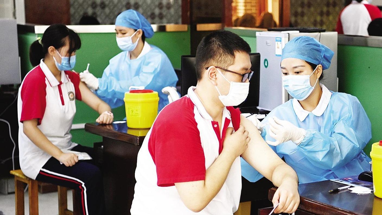 襄阳中学生接种新冠疫苗