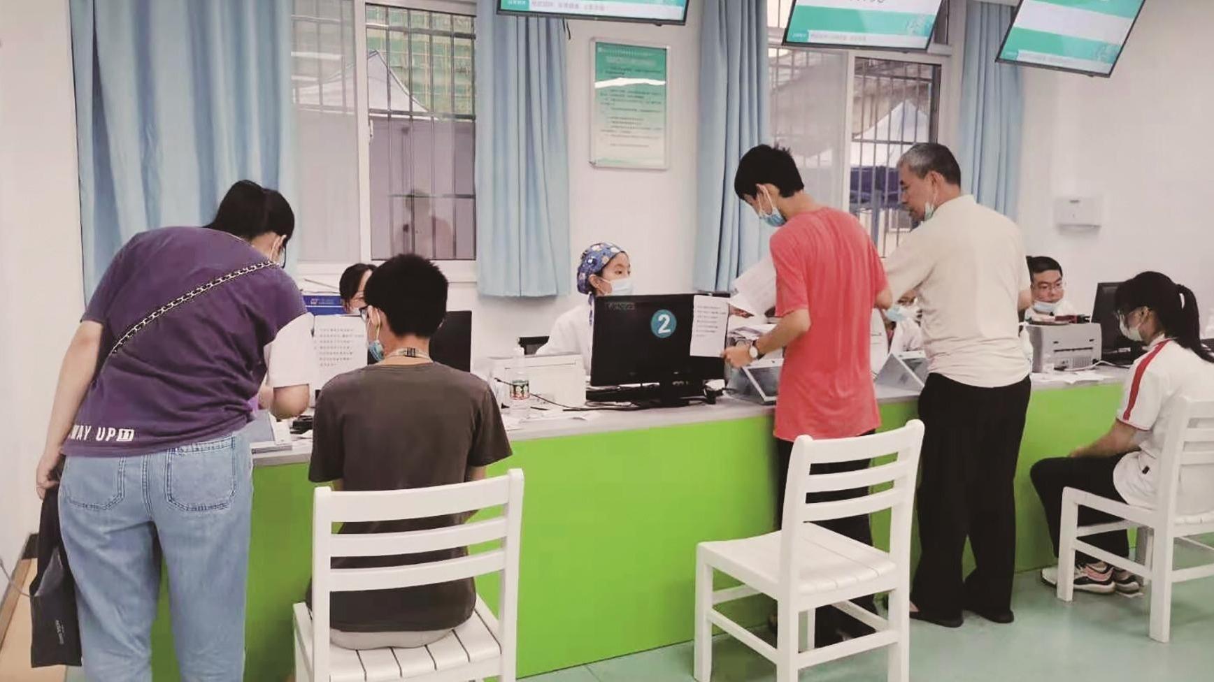 12-17岁人群有序接种新冠疫苗