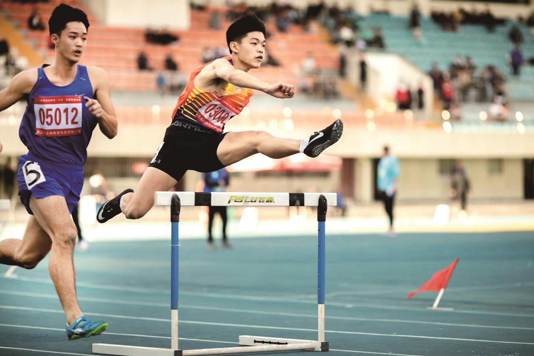 武漢高中生出征全國學生運動會斬獲田徑項目金牌