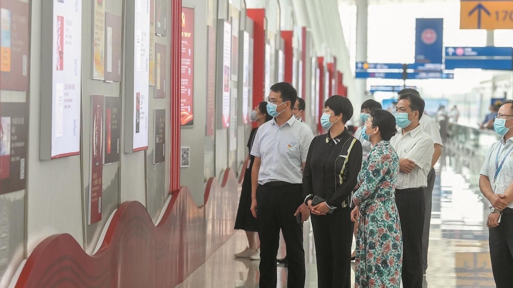 百米紅色經典長廊亮相天河機場
