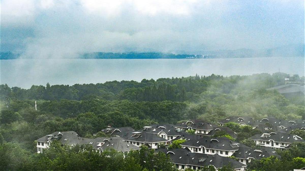 煙雨東湖如仙境