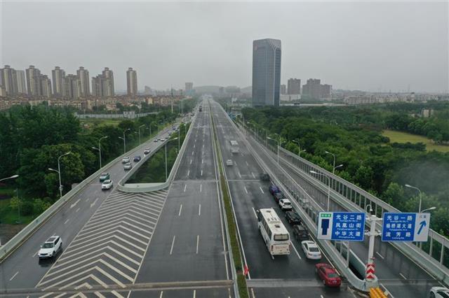 武漢光谷大道高架橋已通車
