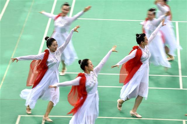 200余人武漢市運會上大比舞