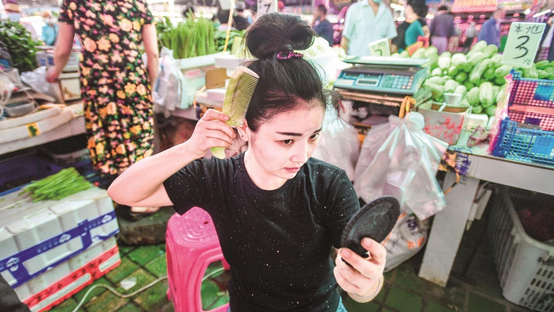 90后女孩在漢賣菜直播成網紅