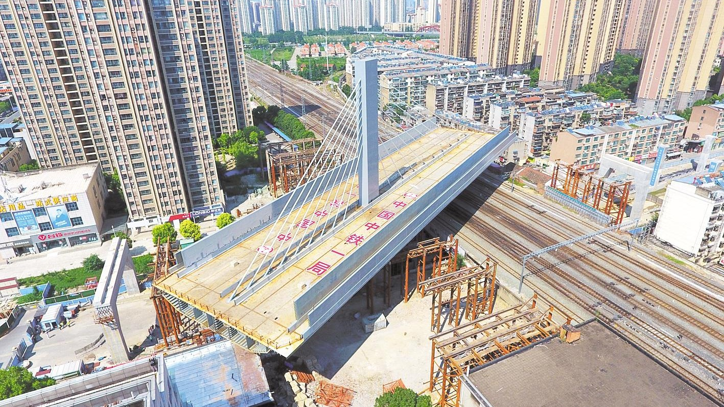 4000噸轉體橋成功跨越焦柳鐵路
