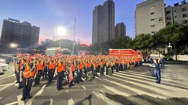 湖北省消防增援河南力量增至411人、94车