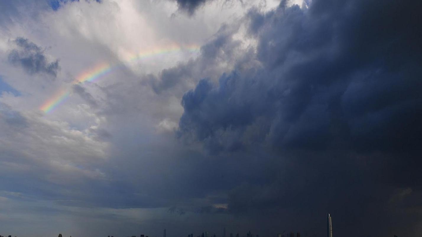 风云变幻,彩虹双现