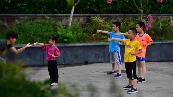 武漢市民豪氣面對夏熱浪