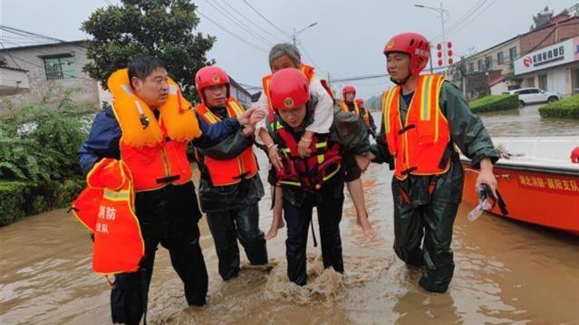 湖北消防援豫指战员疏散营救被困群众830名