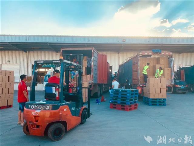 华中科技大学向河南捐赠60吨救灾物资