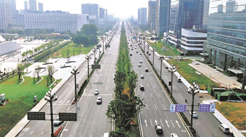 光谷高新大道改造后亮相