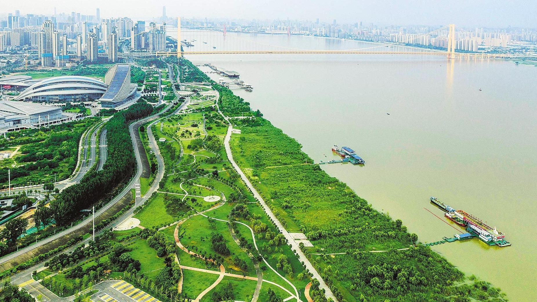 漢陽江灘美如畫