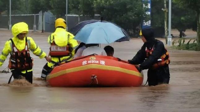 河南现极端罕见强降雨 火焰蓝紧急救援