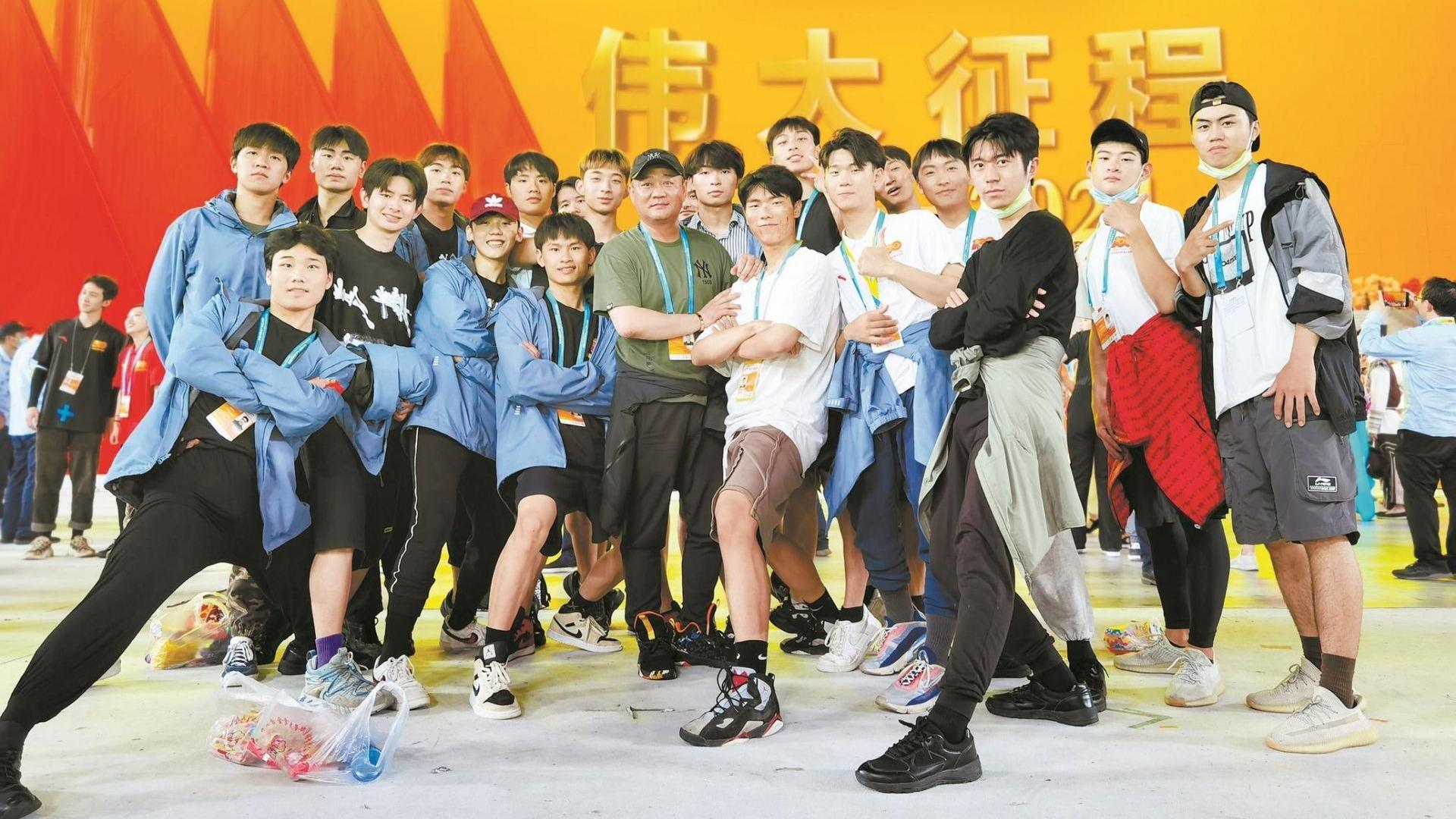 100個湖北男孩參演《偉大征程》