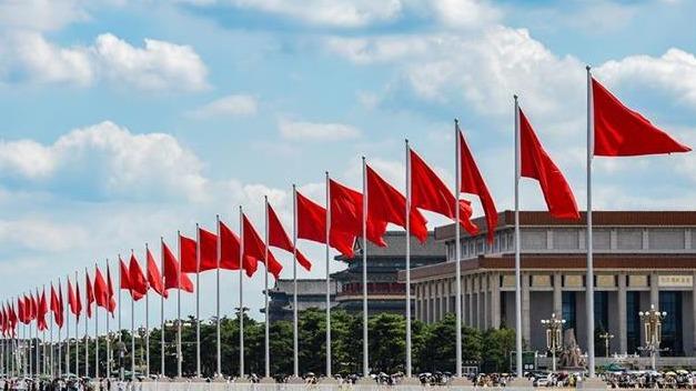 天安門廣場建黨百年慶祝景觀吸引大量游客打卡