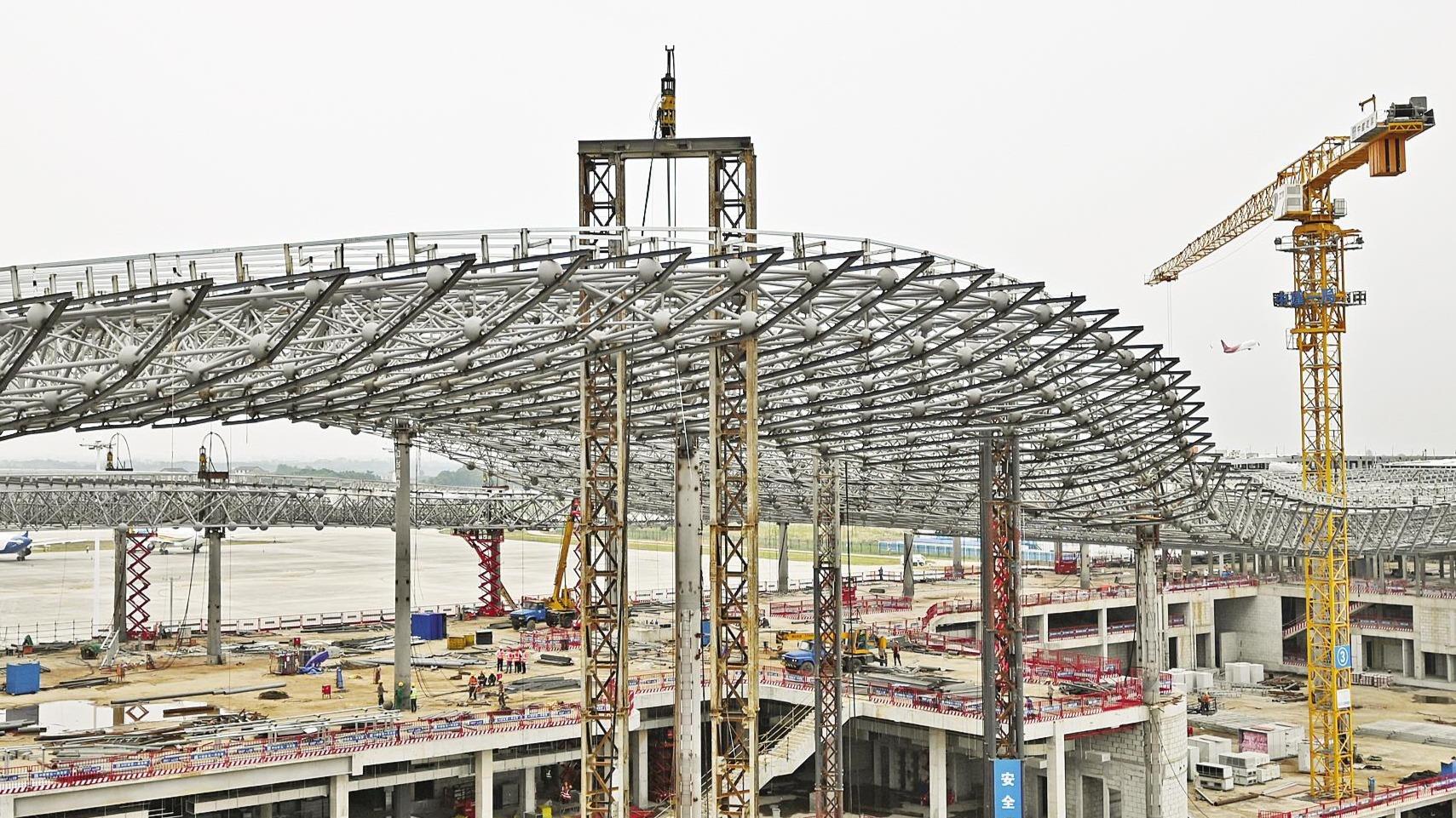 三峽機場T2航站樓完成封頂