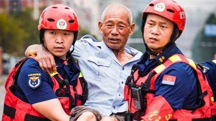 武汉消防驰援河南感人瞬间