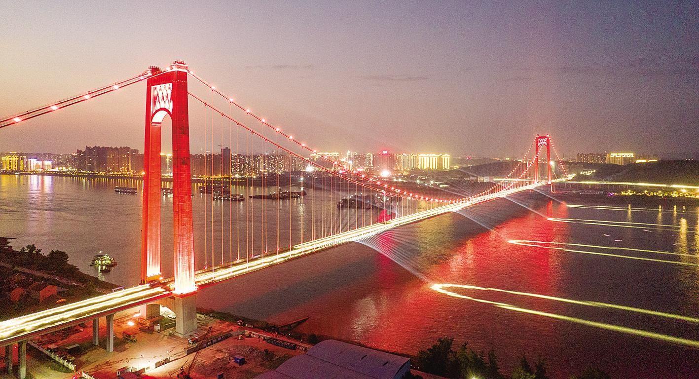 宜昌伍家岗长江大桥举行灯光秀