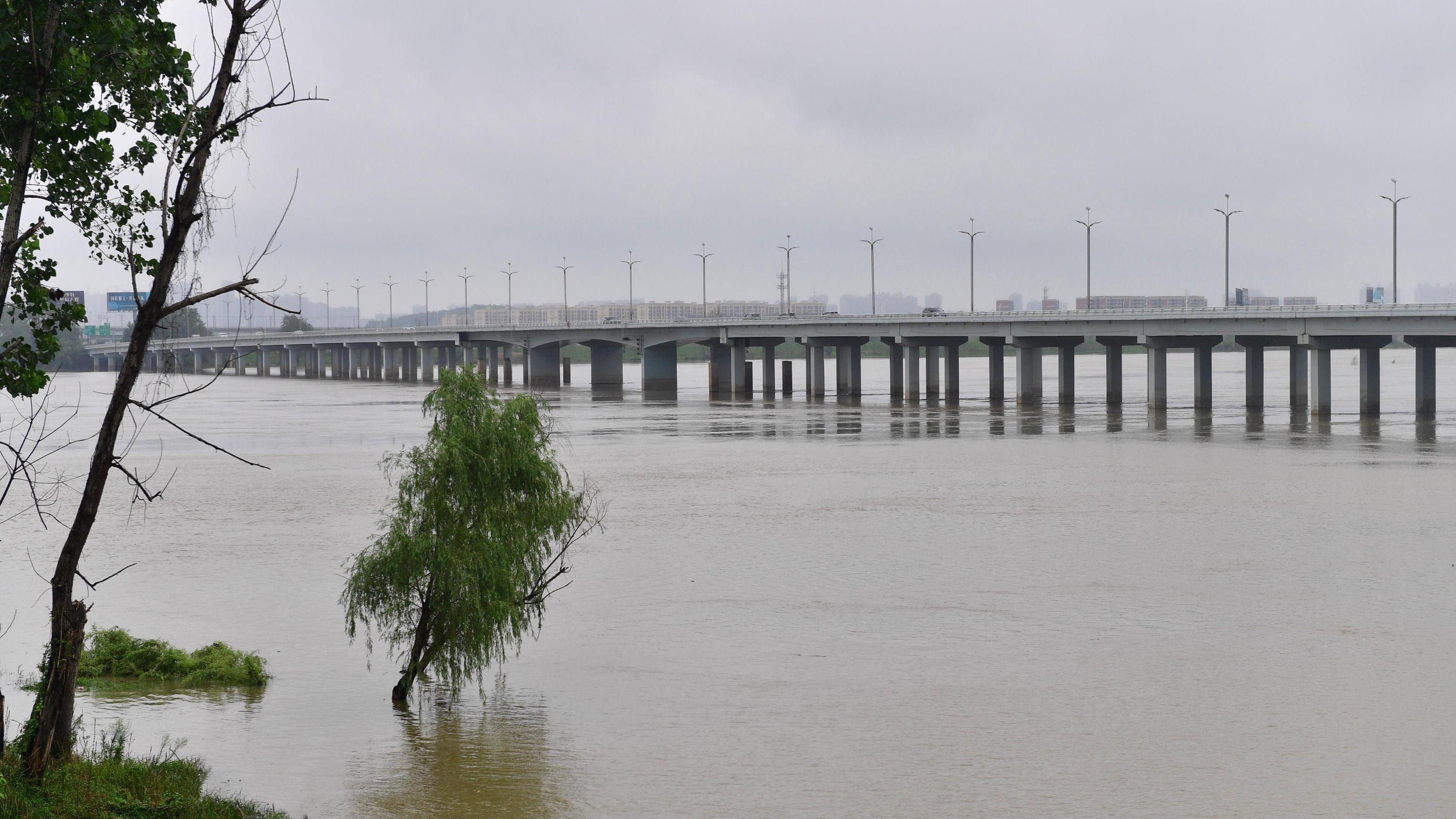 府澴河水位急涨