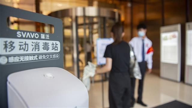 武汉大型商场严格落实防疫措施