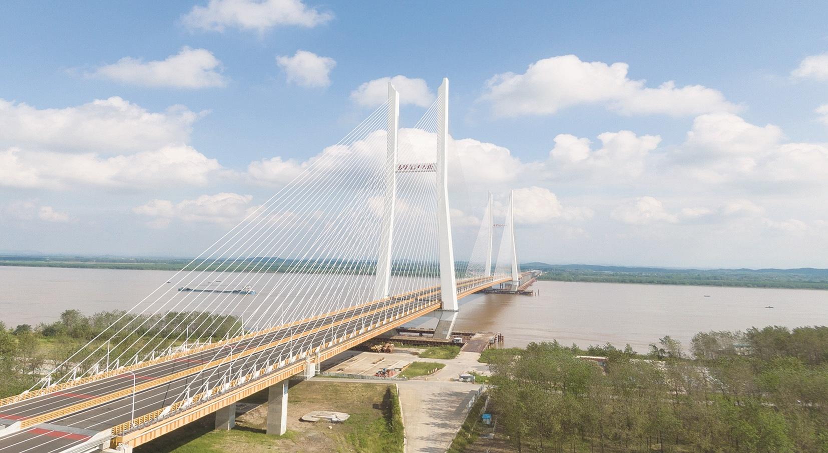 赤壁武穴兩座長江大橋今日零時起開通試運營