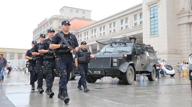 """""""双节""""临近,武汉警方24小时巡防盘查保平安"""