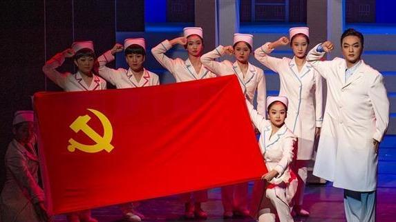 大型黄梅戏《疫·春》在汉上演