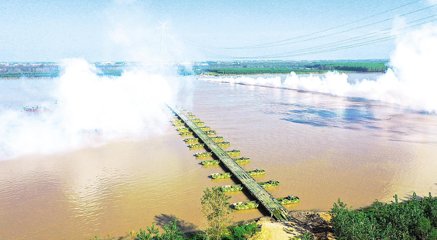 不到半小时,千米钢桥跨长江