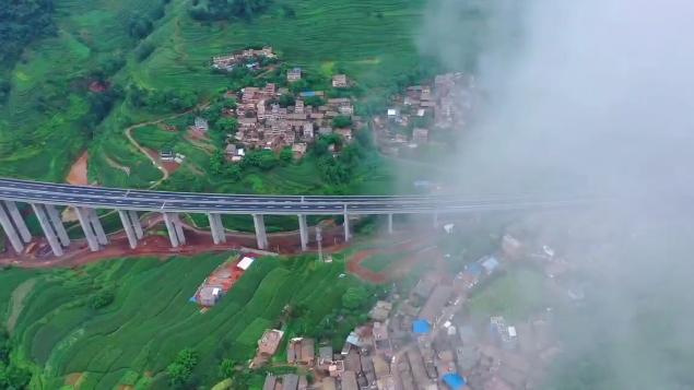 葛洲壩集團在云南投建首條高速通車