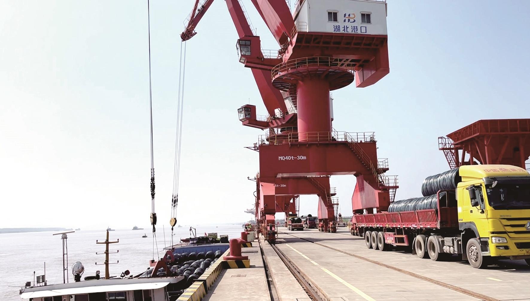 国内唯一水铁公空港区  鄂州三江港昨日投运