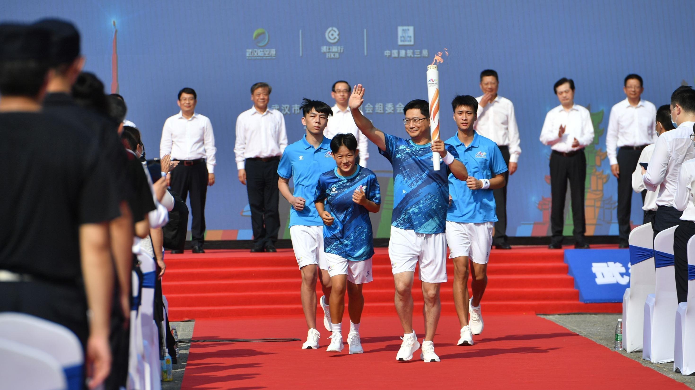 武汉市运动会火炬开始传递