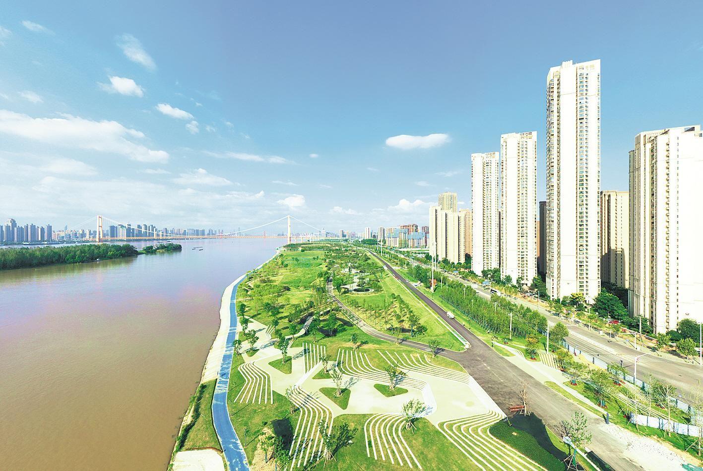 武汉洪山江滩公园惊艳亮相