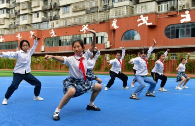 熱搜又刷屏,家長們操碎心!武漢校園里這些畫面亮了……