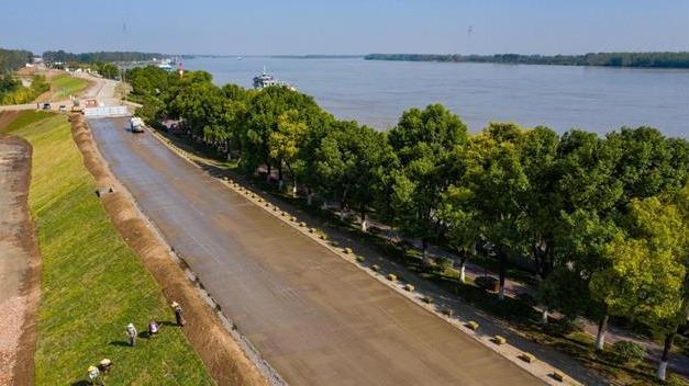 公安长江干堤成生态景观大道