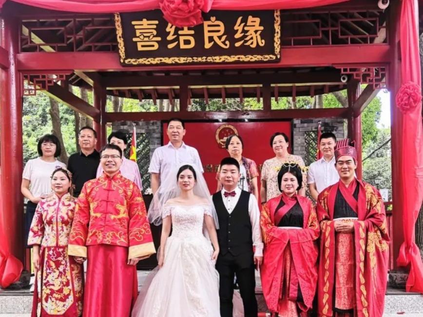 浪漫升级!天门启用全省首个婚姻登记室外颁证大厅