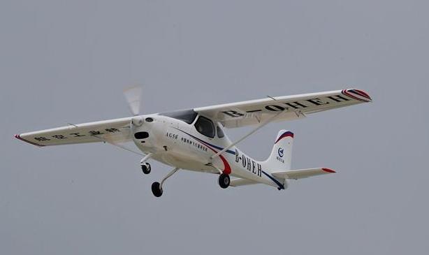 """""""湖北造""""AG50轻型运动飞机适航验证机首飞成功"""