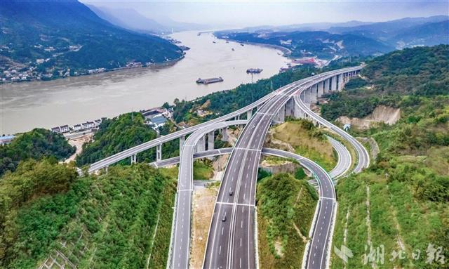 三峡翻坝江北高速公路今日开通试运营