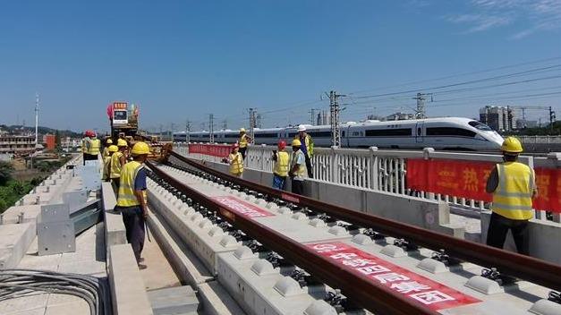 安九高铁完成全线铺轨