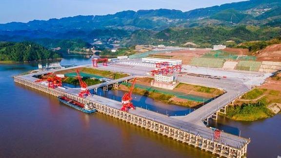 """超级工程""""湖北造""""!长江上游首个万吨级码头开港"""