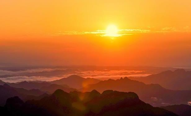 大美武当!游客凌晨登顶看日出